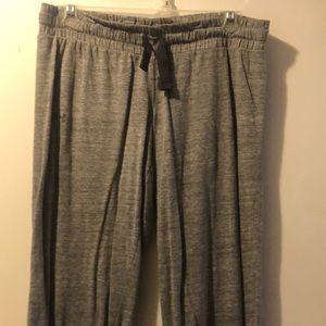 Under Armour shorts / capris